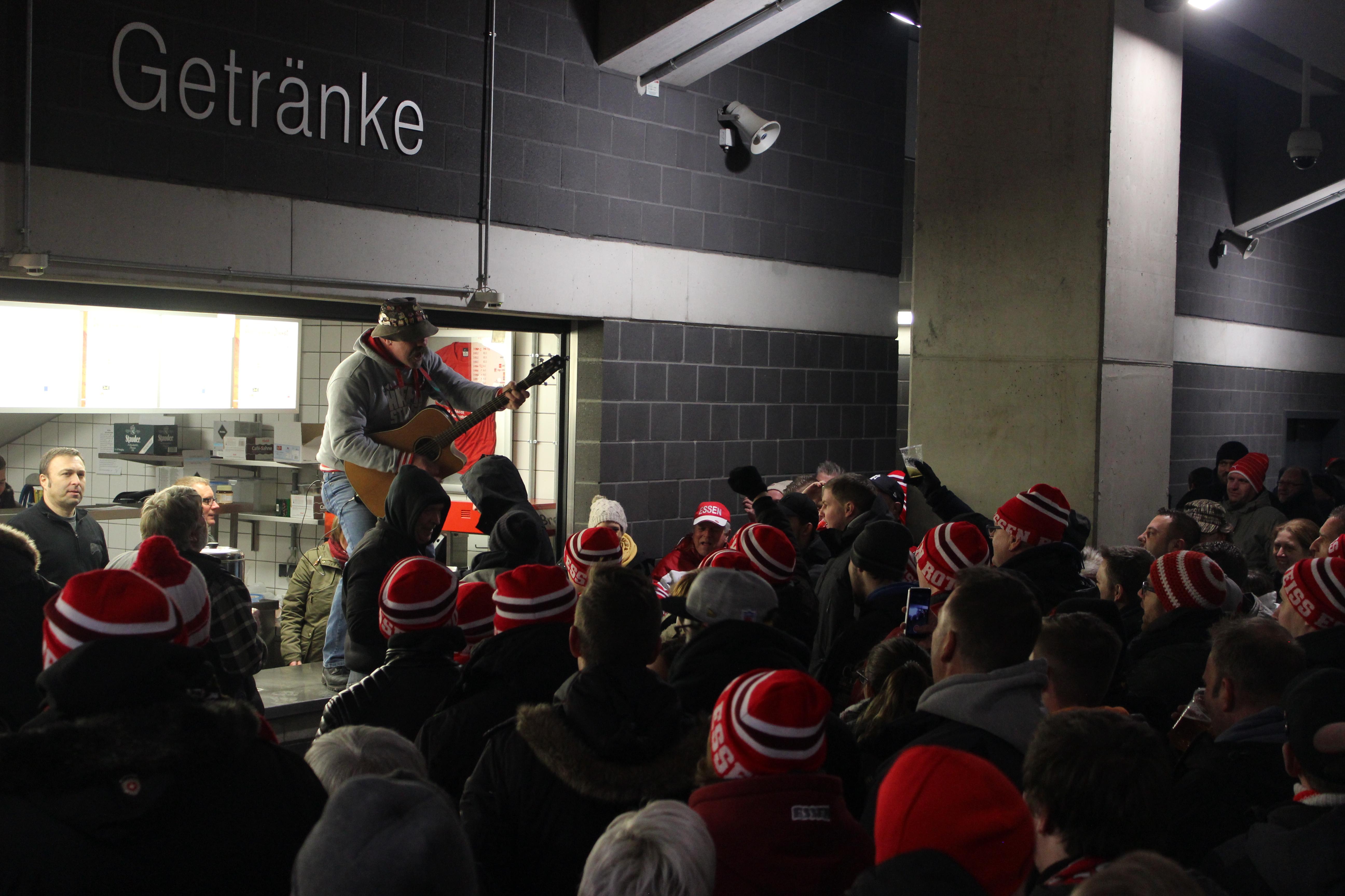 Ab 19.07 Uhr findet im Stadion Essen das rot-weisse Angrillen statt.