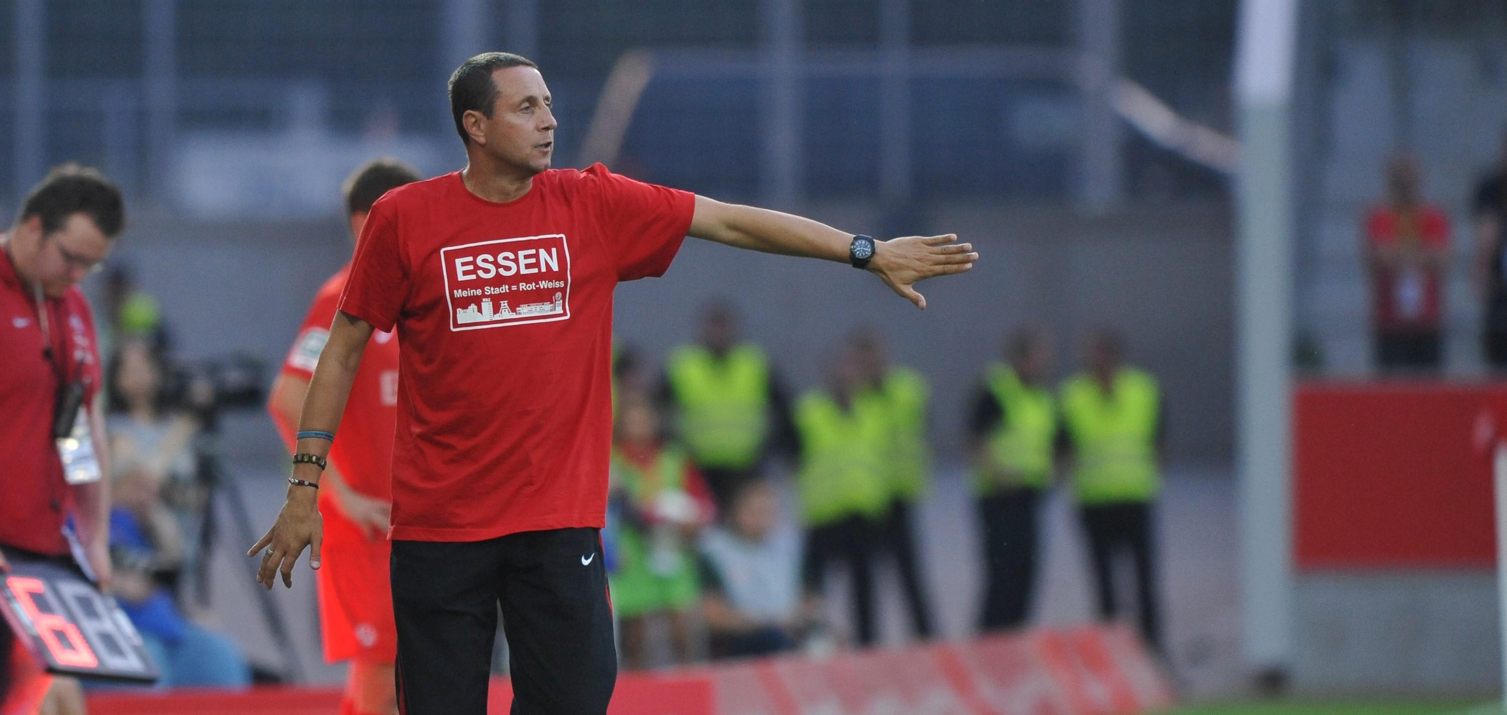 RWE-Fans können noch bis Freitag ein Training mit Fußballlehrer Waldemar Wrobel ersteigern. (Foto: Tillmann)