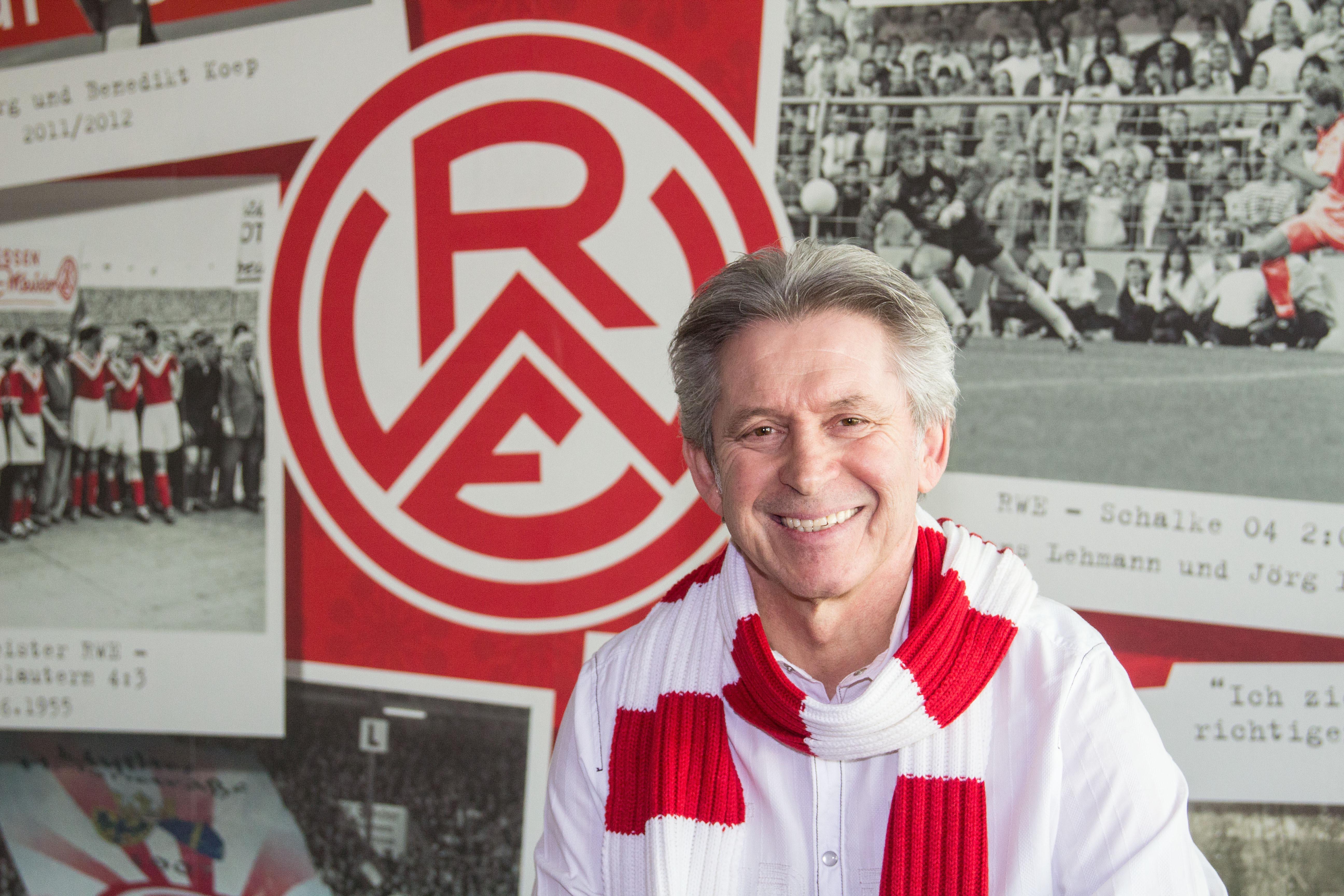 Gibt den Anstoß für das Finale der Bolzplatz-Paten: Fußball-Legende und Ex-RWE-Spieler Dieter Bast.