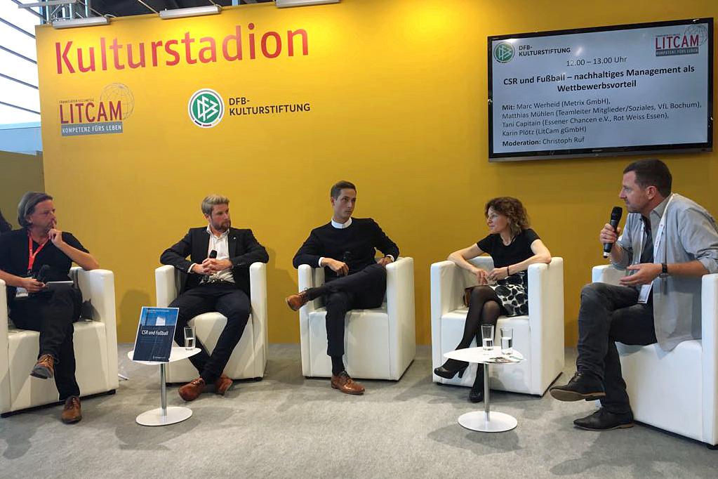 Spannende Diskussion: Tani Capitain (re.), Geschäftsführer der Essener Chancen, sprach auf der Frankfurter Buchmesse mit den anderen Podiumsgästen über das Thema Corporate Social Responsibility. (Foto: Essener Chancen)