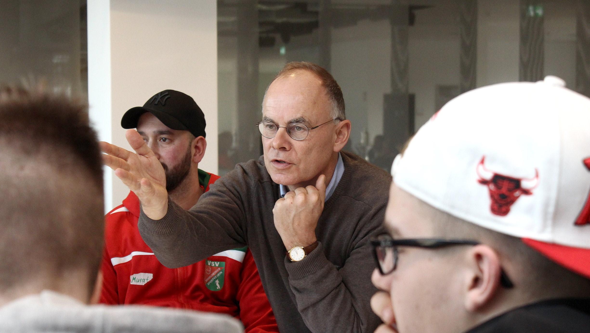 Essen hat die Nase vorn: Prof. Dr. Ulf Gebken informiert im Interview über den aktuellen Stand der FairPlayLiga. (Foto: Müller)