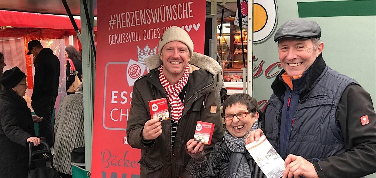 Starke Zusammenarbeit: Tani Capitain (li.), Geschäftsführer der Essener Chancen, und Bäckermeister Hermann Welp (re.) auf dem Rüttenscheider Markt. (Foto: EC)