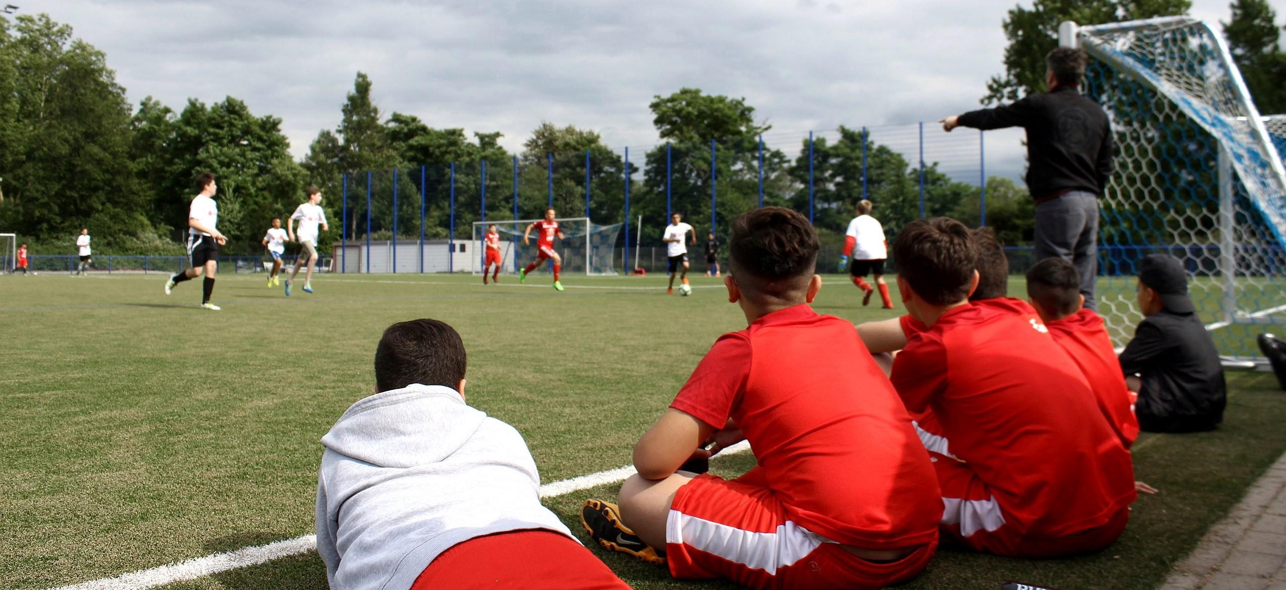 """Ausgezeichnetes Projekt: Bei """"Fußball trifft Kultur"""" werden Kinder der Gesamtschule Nord über Sport und die Begeisterung für Rot-Weiss Essen zum Lernen motiviert. (Foto: Müller)"""