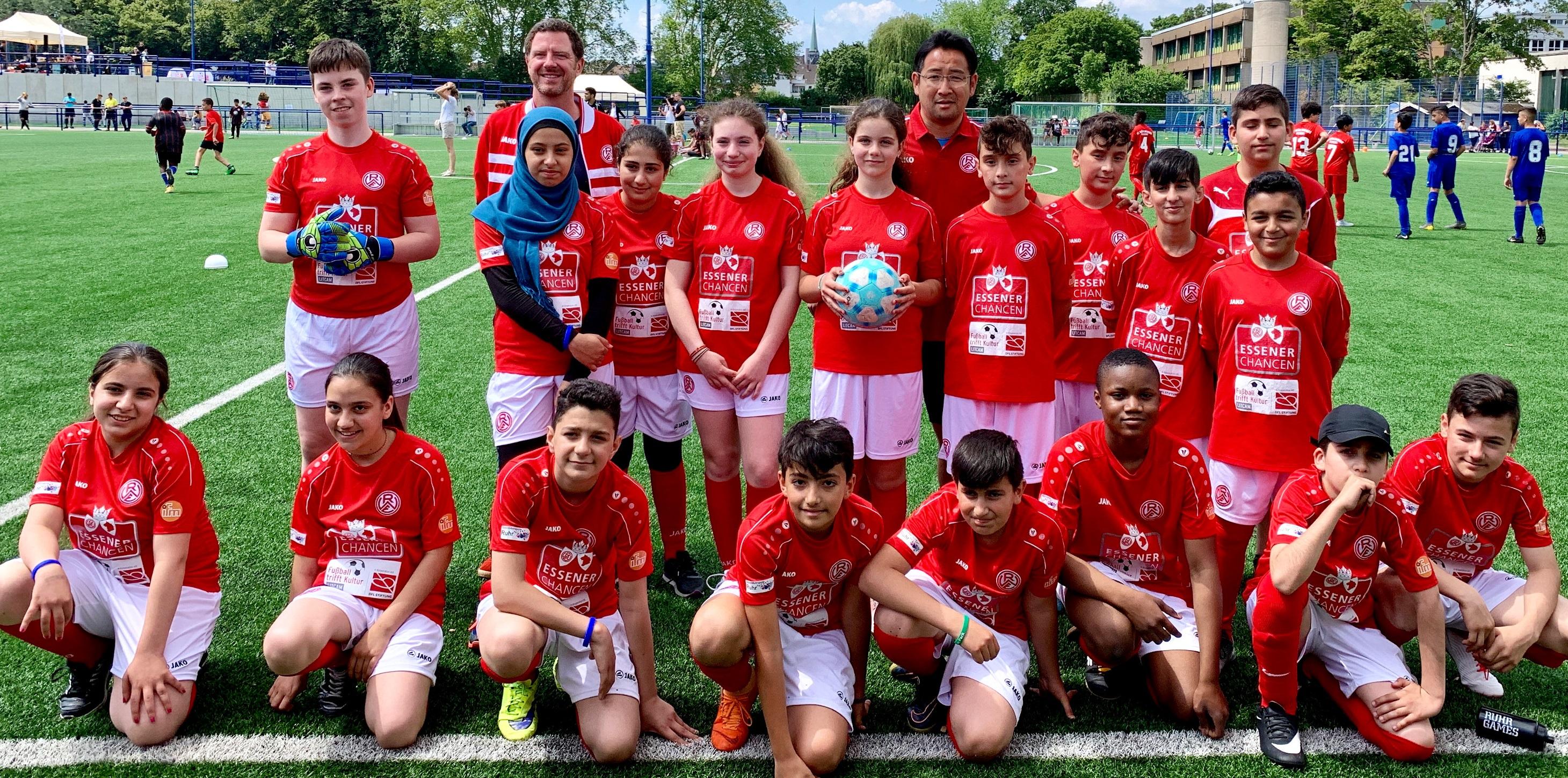 Einzigartige Erfahrung: Die Kinder von Fußball trifft Kultur kickten auf dem großen Abschlussturnier in den rot-weissen Farben gegen Bundesligaklubs. (Foto: EC)