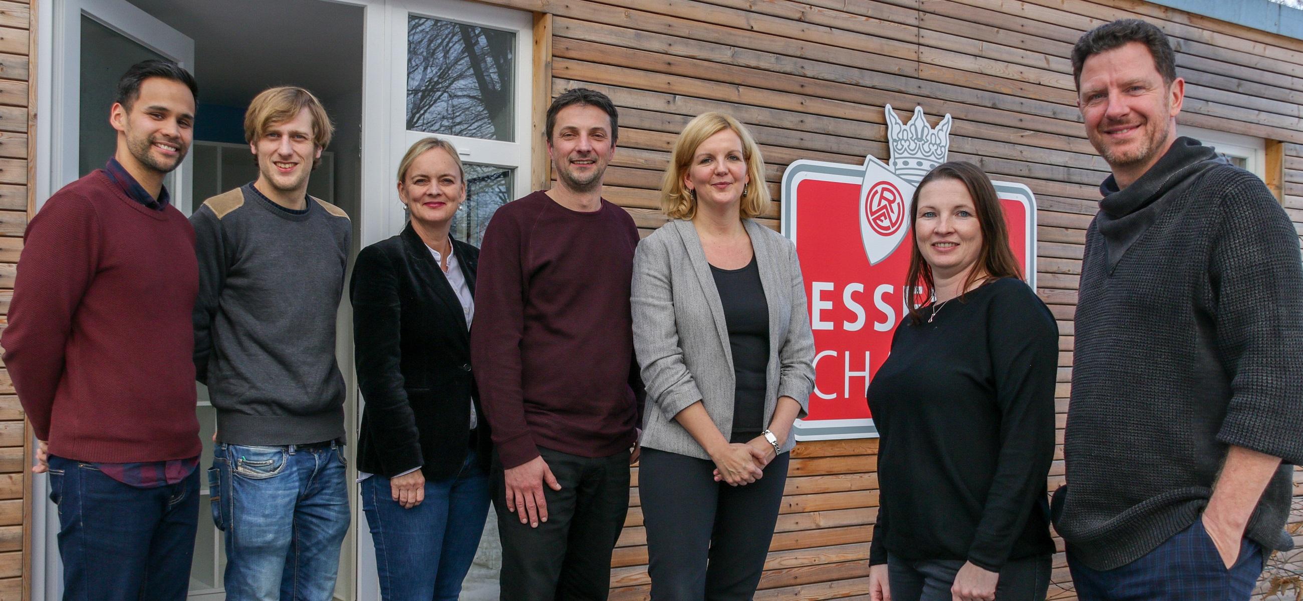 """Unterstützung auf dem Sprung in die nächsthöhere Stufe: Im neuen Projekt """"Sommerschule"""" werden bis zu 20 Jugendliche gezielt auf ihre Nachprüfungen vorbereitet. (Foto: Müller/EC)"""