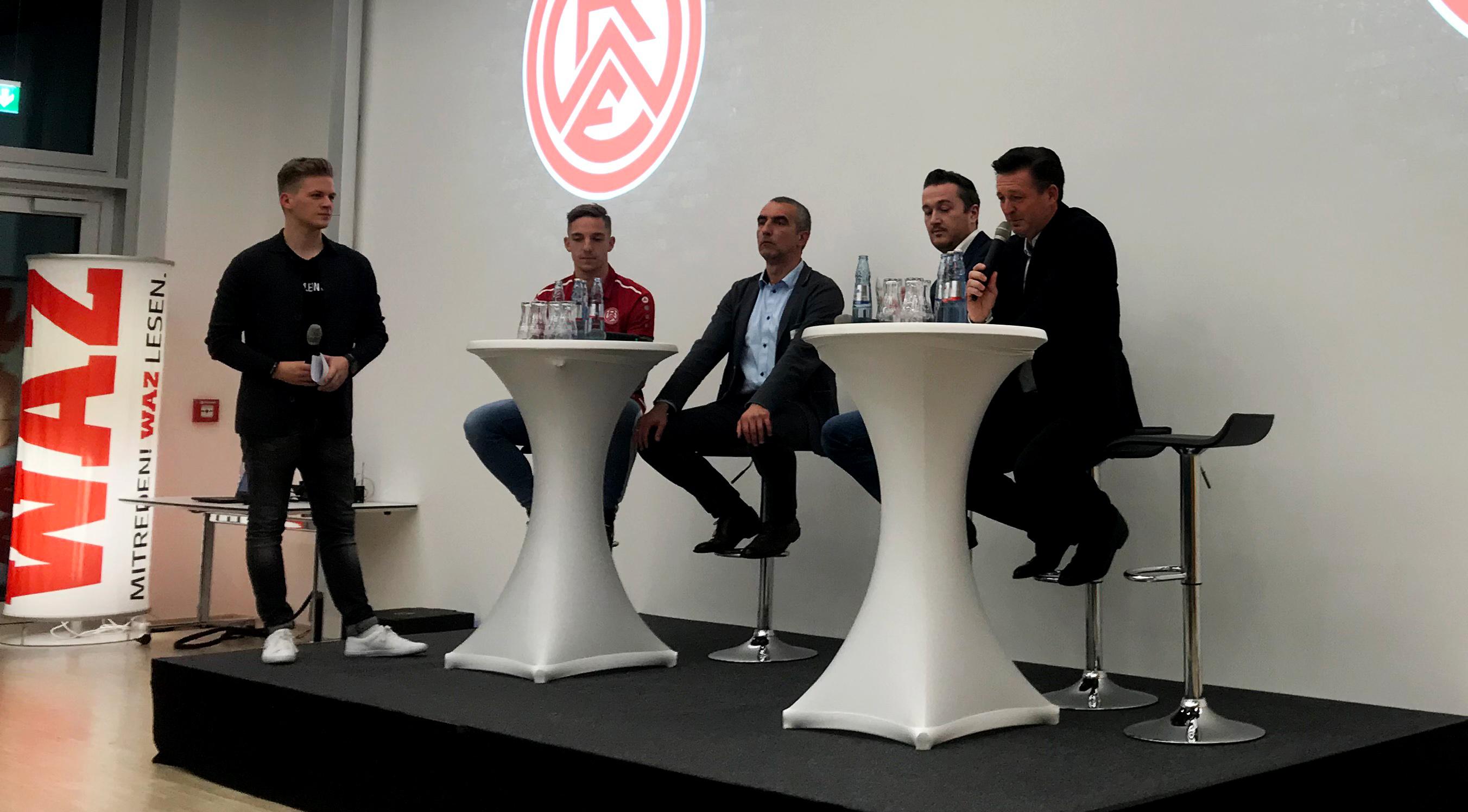 Moderator Christian Hoch beim Talk mit (von links nach rechts) Marco Kehl-Gomez, Marcus Uhlig, Christian Brausch und Christian Titz.