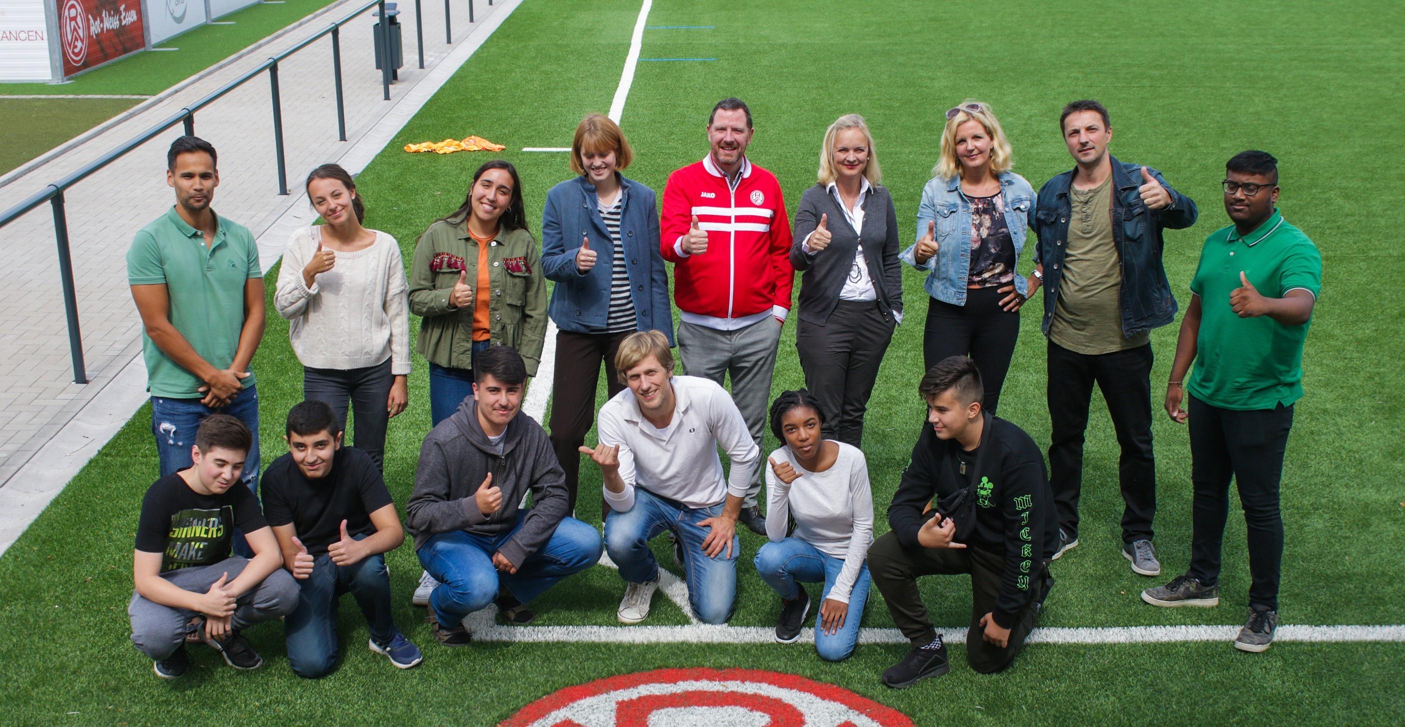Daumen hoch! Im vergangenen Jahr bestanden alle 15 Sommerschülerinnen und -schüler ihre Nachprüfungen. Archivfoto: Müller/EC