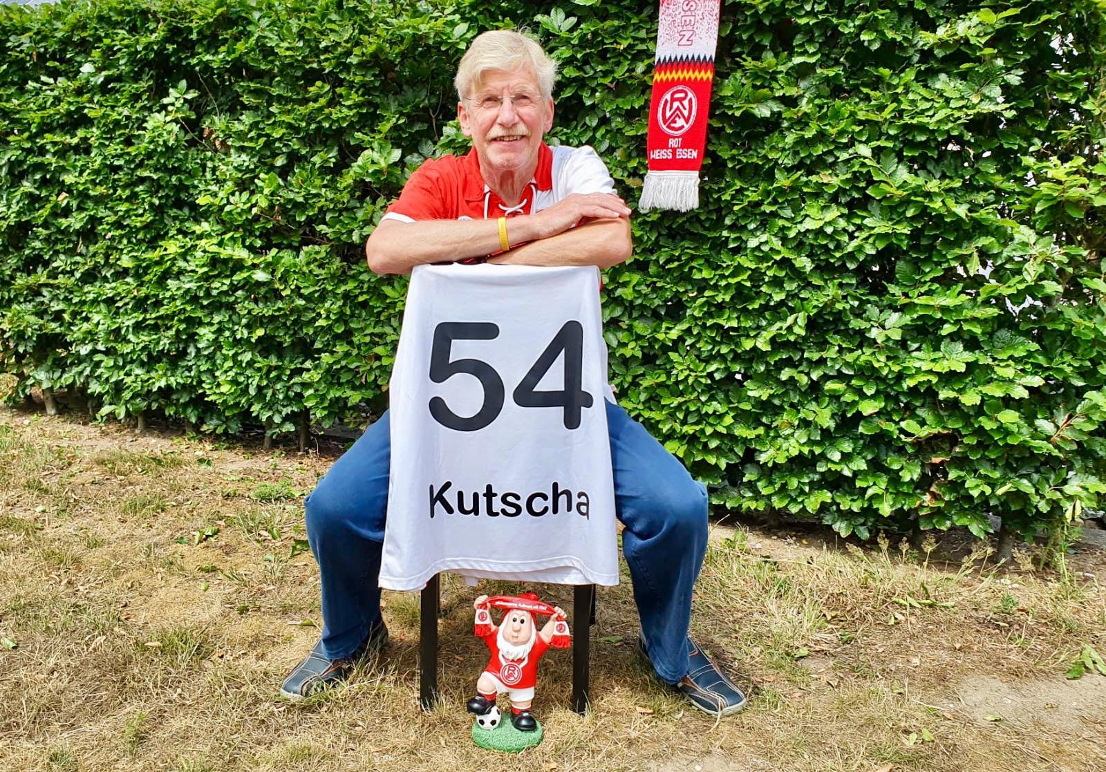 """Lothar van Koll: Der """"Kutscha"""" aus dem RWE-Forum hat eine großartige Spende für die rot-weisse Jugend organisiert. (Foto: privat)"""