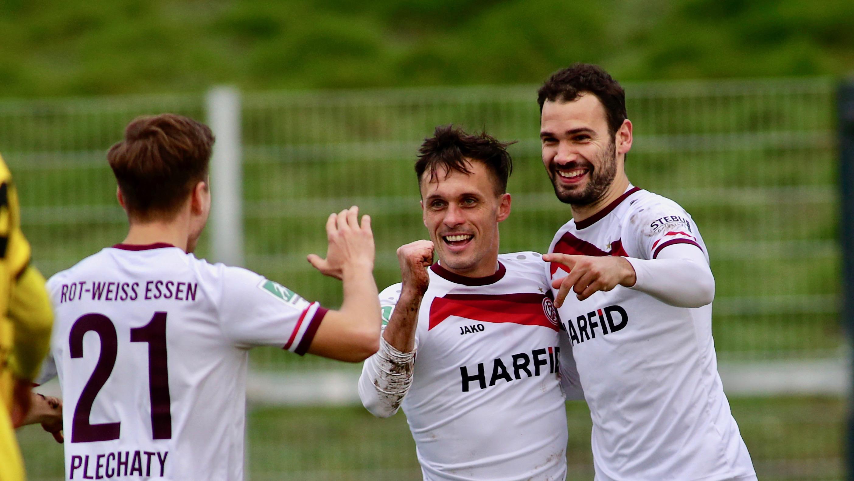 Torschützen unter sich: Sandro Plechaty, Marcel Platzek und zwei Mal Simon Engelmann markierten die Treffer zum 4:0-Auswärtssieg. (Foto: Endberg)