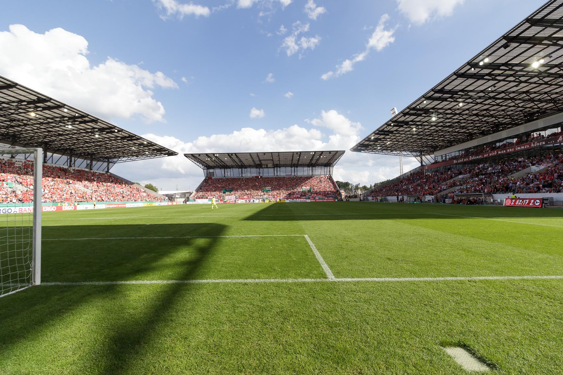 Mit 3965 Dauerkarteninhabern ist RWE Spitzenreiter aller Regionalligisten. (Foto: Endberg)