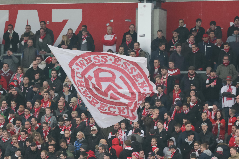 Die RWE-Fans zeigen ihre Solidartät. (Foto:Endberg)