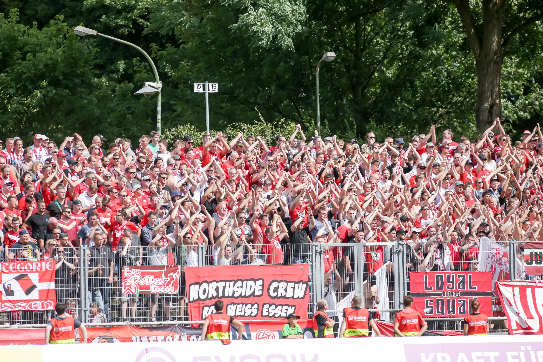Rot-Weiss Essen hofft auch in Herkenrath wieder auf zahlreiche Unterstützung. (Foto: Endberg)