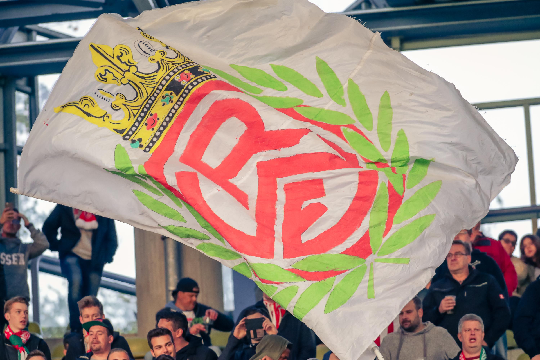 RWE-Mitglieder sparen im Dezember im Fanshop an der Hafenstraße 25 Prozent. (Foto: Endberg)