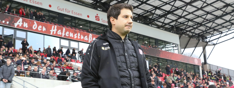 RWE-Cheftrainer Argirios Giannikis vor dem Heimspiel gegen die zweite Mannschaft vom BVB. (Foto: Endberg)
