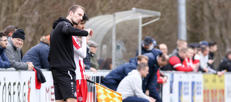 U17 Chef-Trainer Lars Fleischer und sein Team unterlagen am Samstag knapp in Leverkusen. (Foto: Endberg)