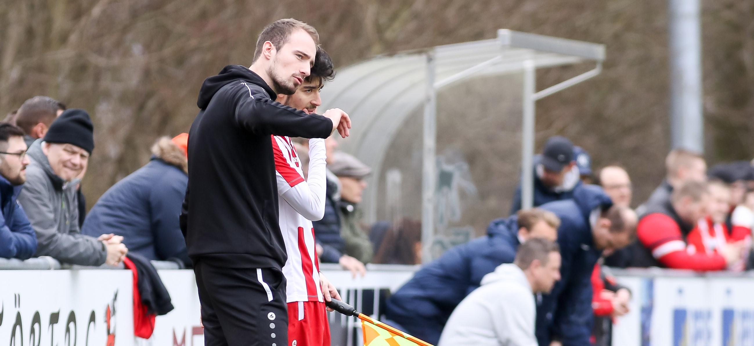 Die Elf von Trainer Lars Fleischer holte sich gegen die hochgehandelten Gelsenkirchener einen mehr als verdienten Punkt. (Foto: Endberg)