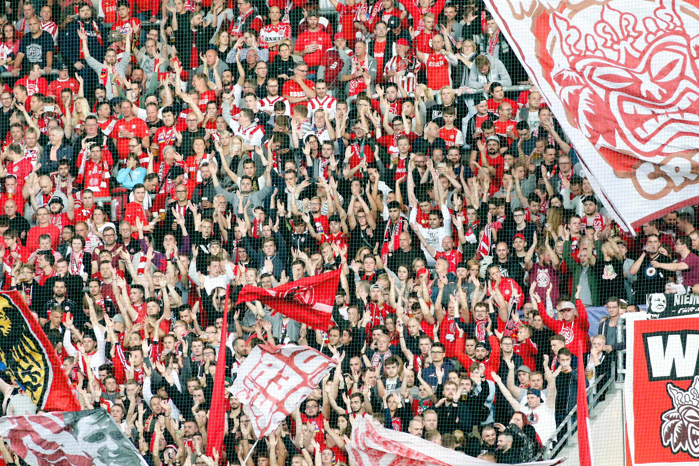 Für die RWE-Fans gibt es ab nächsten Dienstag die rot-weisse Vereinsgeschichte zum Sammeln. (Foto: Endberg)