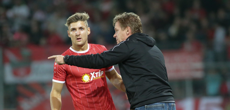 Am morgigen Freitag treffen die Rot-Weissen an der Hafenstraße auf den SV Straelen. (Foto: Endberg)