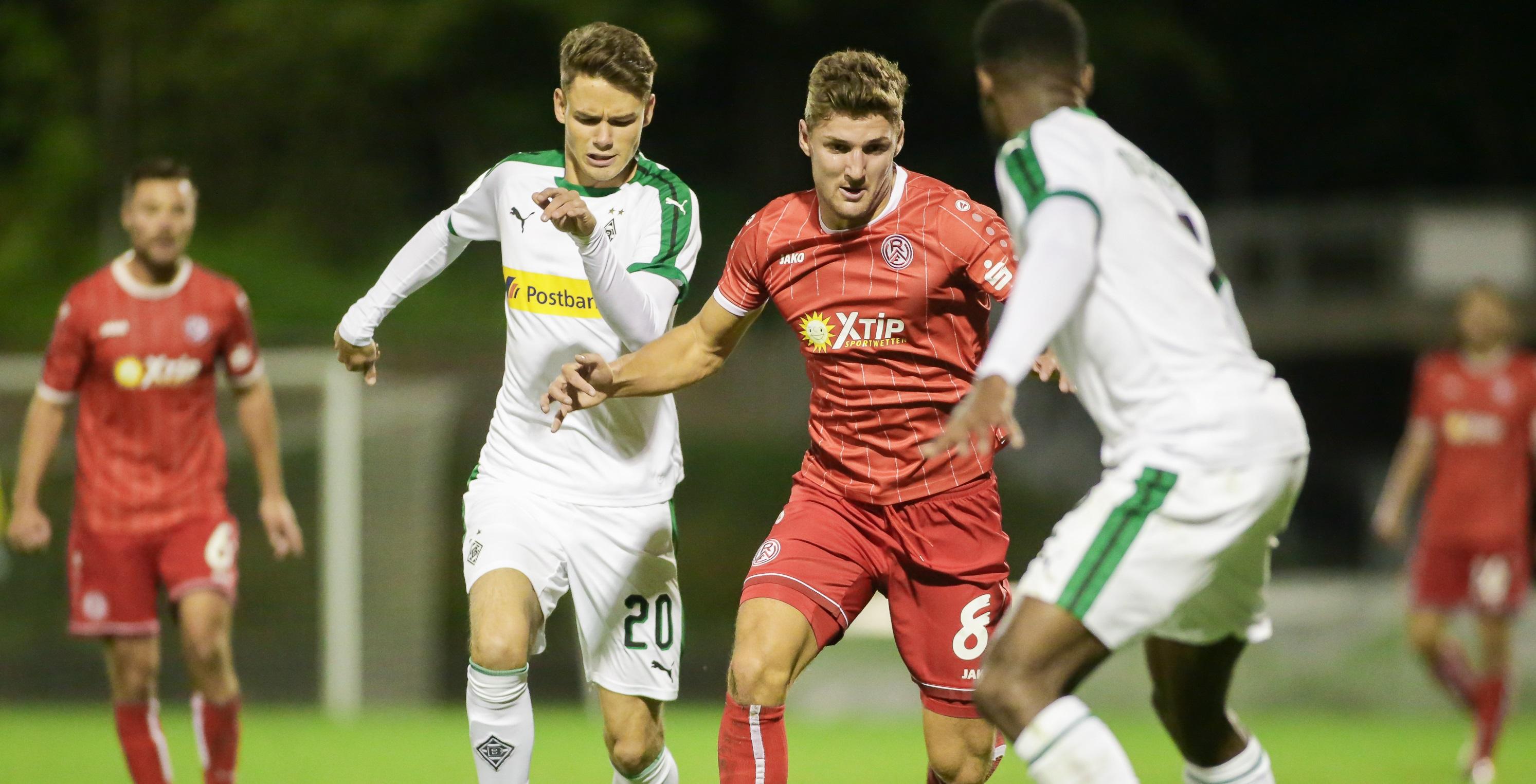 Im Rückspiel gelbgesperrt: Enzo Wirtz (mi.) wird den Essenern gegen Mönchengladbach fehlen.