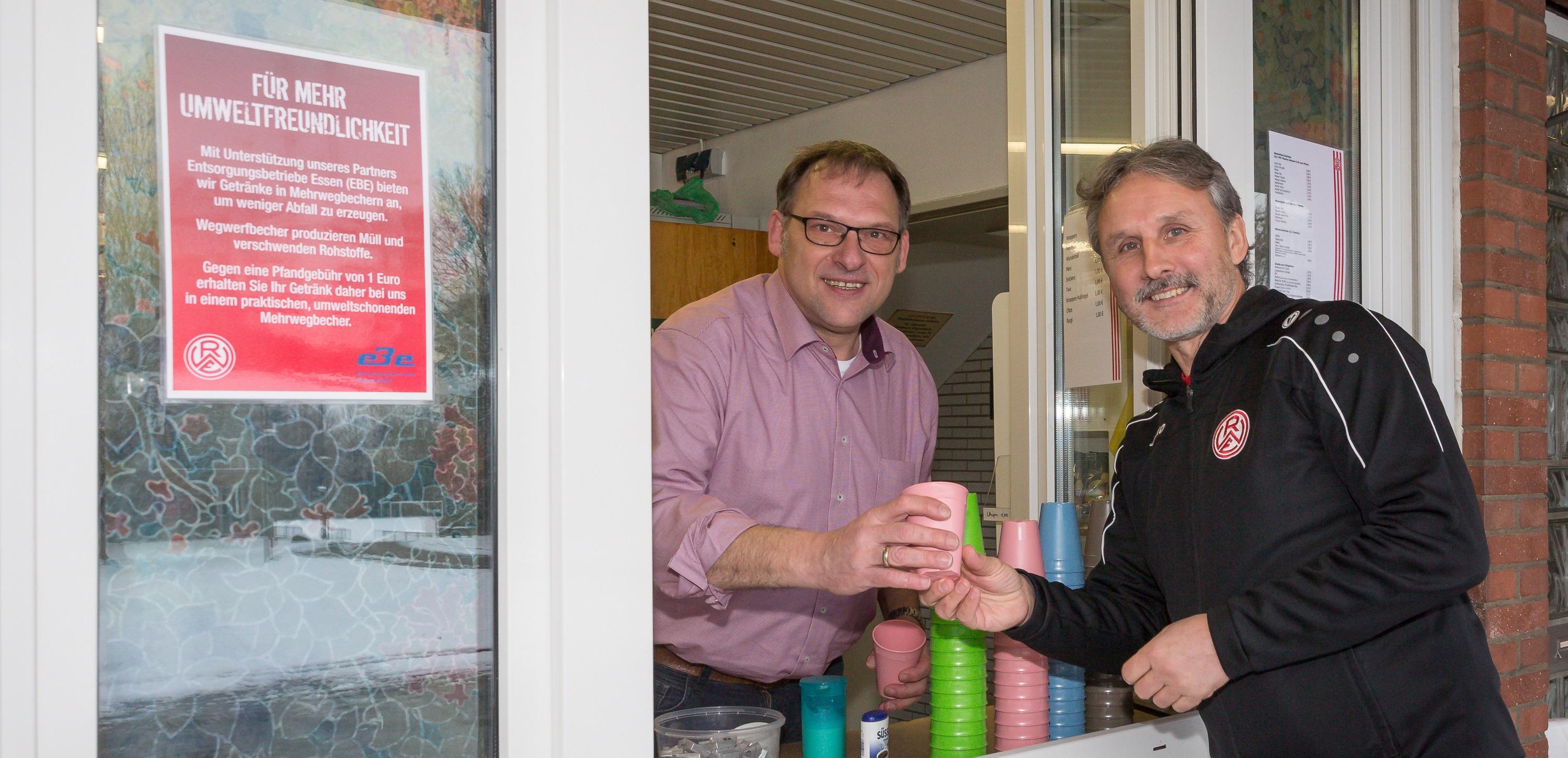 Ab sofort werden am rot-weissen NLZ Heißgetränke in Mehrwegbechern ausgegeben. (Foto: Endberg)