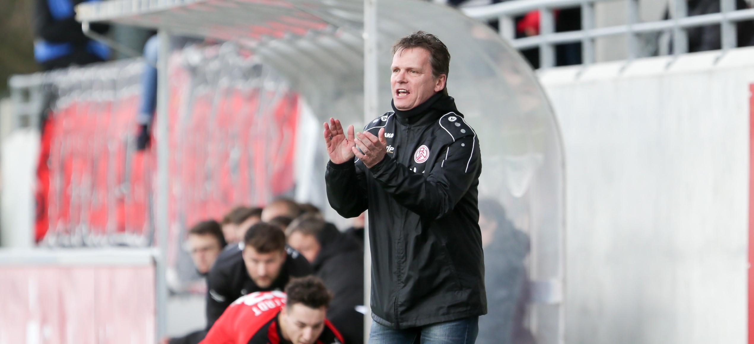 Mit dem Auftreten der Mannschaft in Lippstadt konnte Chef-Trainer Karsten Neitzel zufrieden sein. (Foto: Endberg)