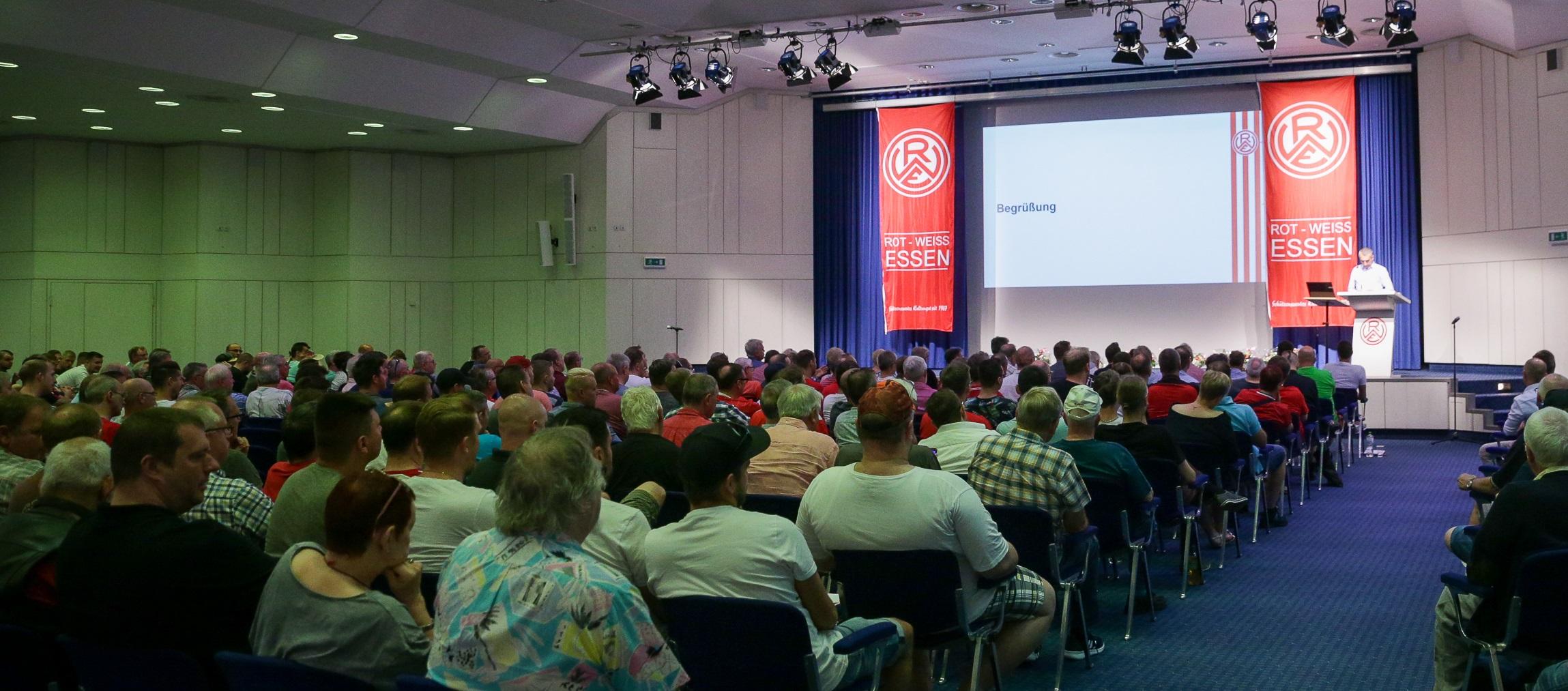 Etwa 350 Rot-Weisse besuchten am Sonntag die Jahreshauptversammlung in der MESSE ESSEN. (Foto: Endberg)