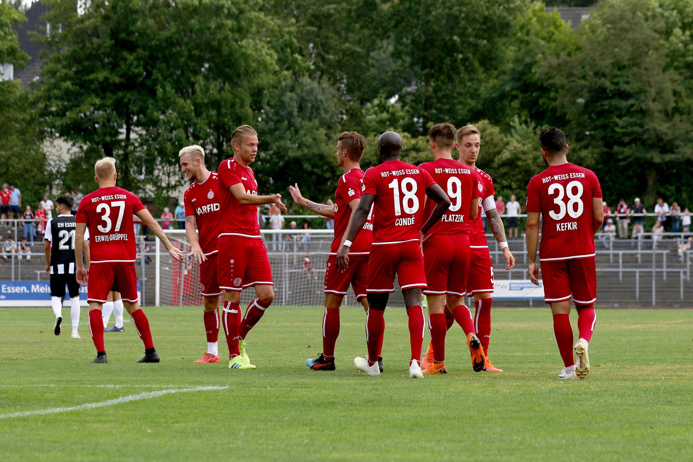 Mit 4:1 schlugen die Rot-Weissen den ETB SW Essen. (Foto: Endberg)