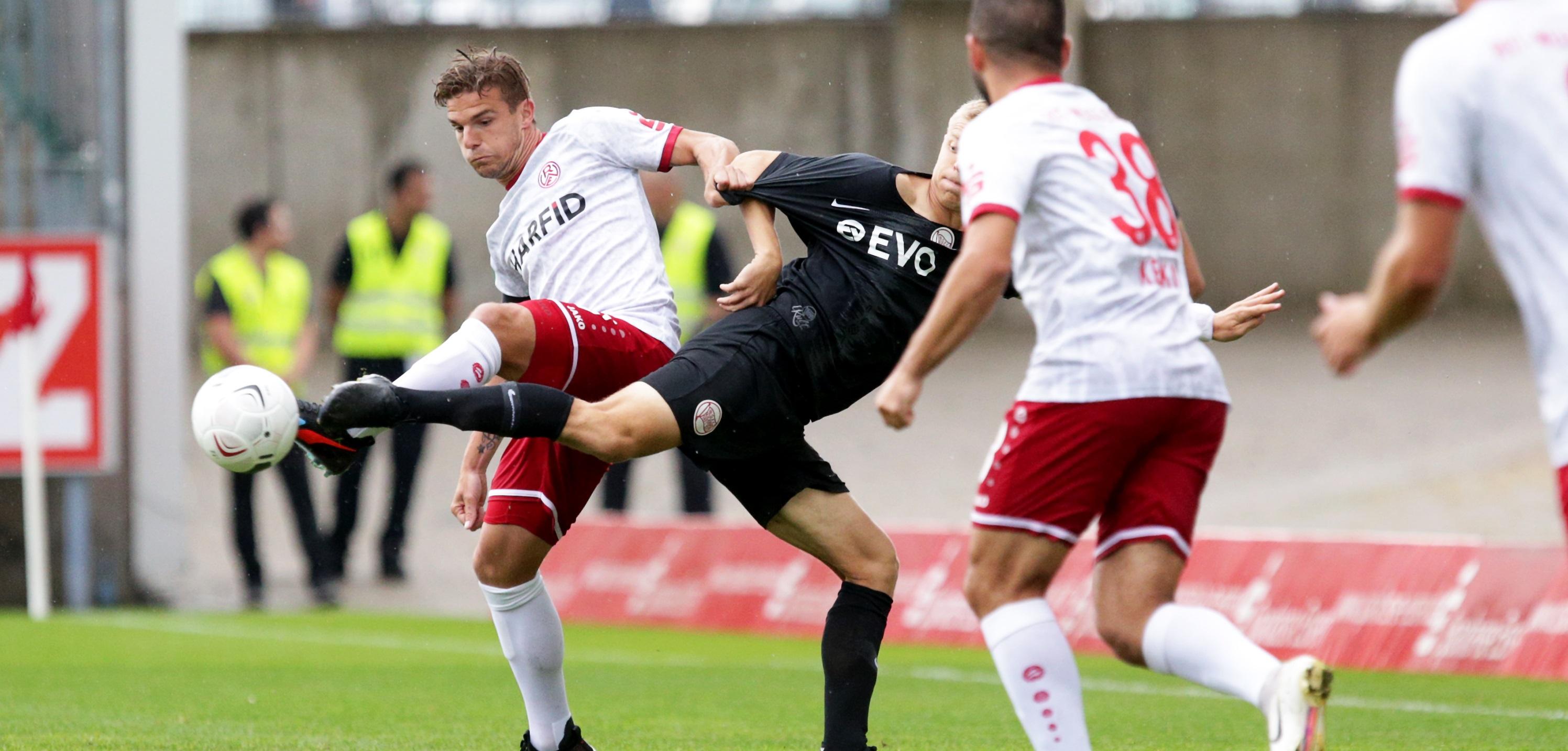 RWE und OFC trennen sich im Stadion Essen mit 2:2. (Foto: Endberg)