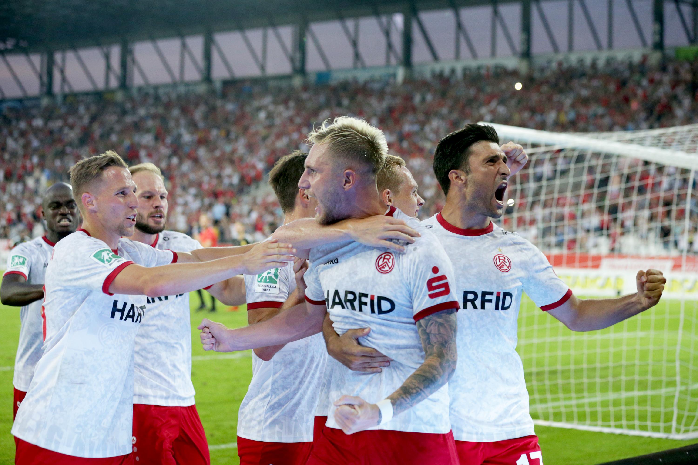 In der Nachspielzeit sicherte Alexander Hahn seiner Mannschaft die drei Punkte. (Foto: Endberg)