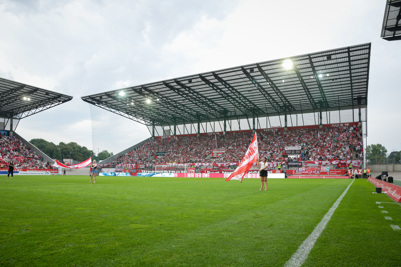 Am Sonntag treffen die Rot-Weissen an der Hafenstraße auf den SC Verl. (Foto: Endberg)