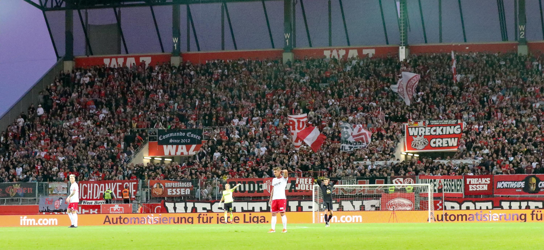 Unter Flutlicht treffen am 30. Oktober Rot-Weiss Essen und die Spvg Schonnebeck aufeinander. (Foto: Endberg)