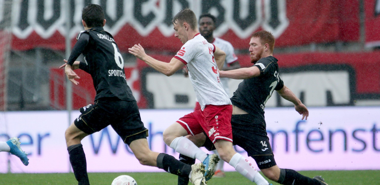 EIne bittere Niederlage mussten die Rot-Weissen gegen den SC Verl einstecken. (Foto: Endberg)