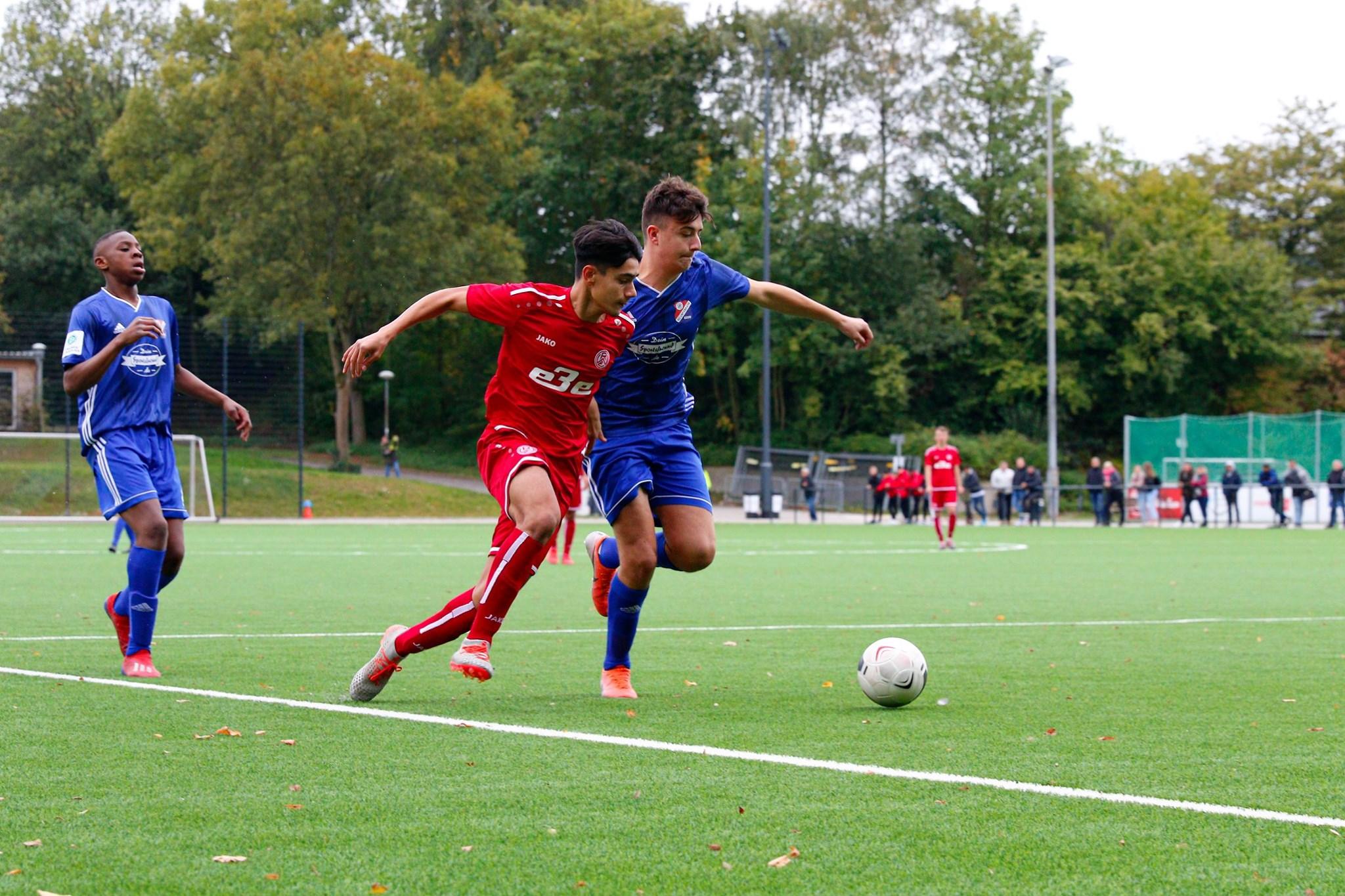 Für die rot-weisse U17 kommt es am Wochenende zum Derby gegen RWO. (Foto: Breilmanns Wiese)