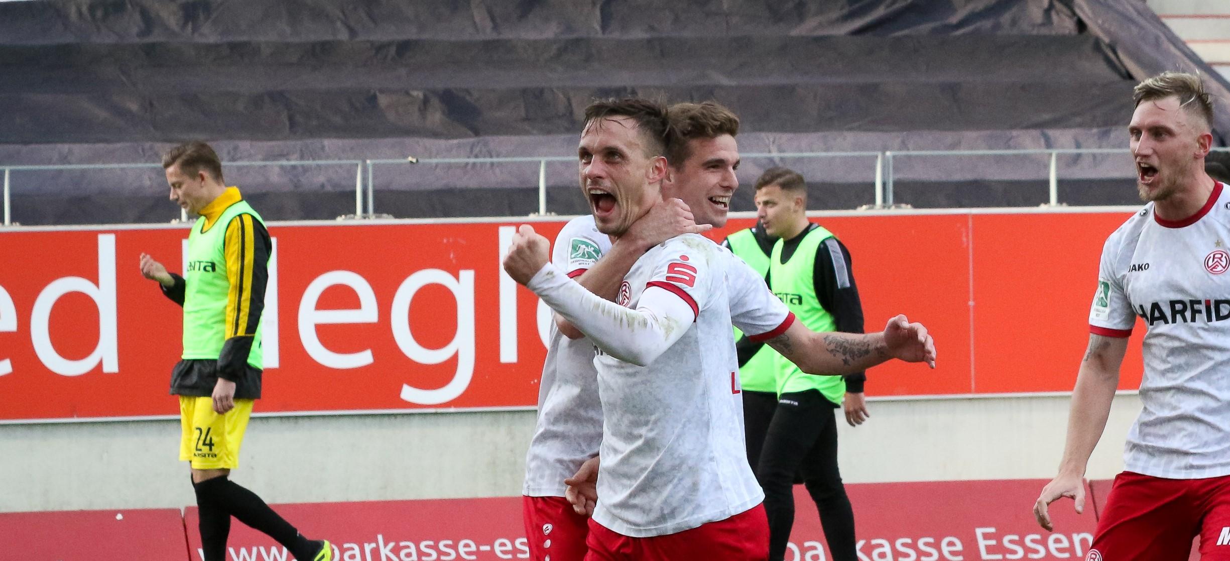 Nach zusammengerechnet 18 RWE-Jahren: Gegen den 1. FC Bocholt werden Kevin Grund und Marcel Platzek an der Hafenstraße verabschiedet. (Foto: Endberg)