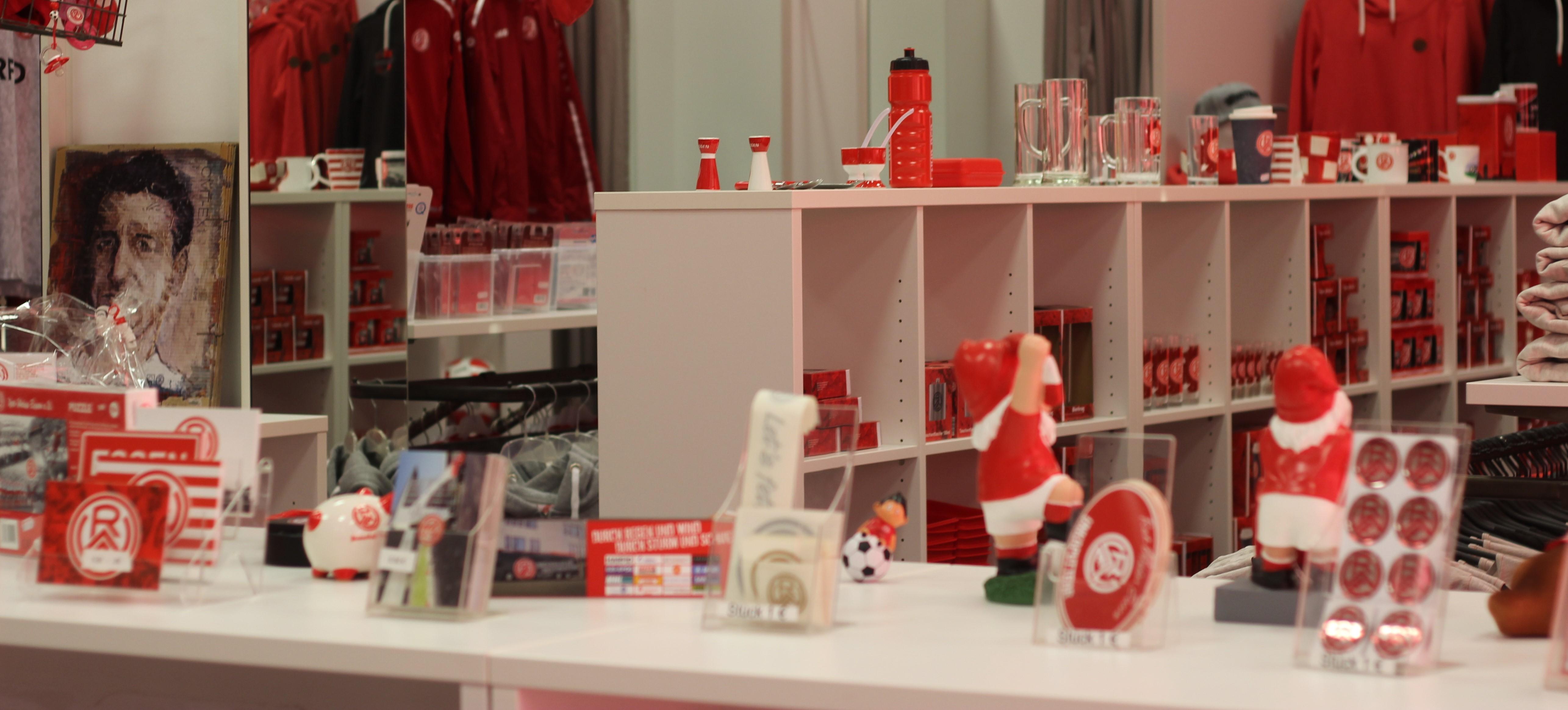 Shopping zu veränderten Zeiten: Am Mittwoch, den 9. Dezember ist der Fanshop an der Hafenstraße zwischen 13.00 und 17.00 Uhr geöffnet. (Archivfoto: Endberg)