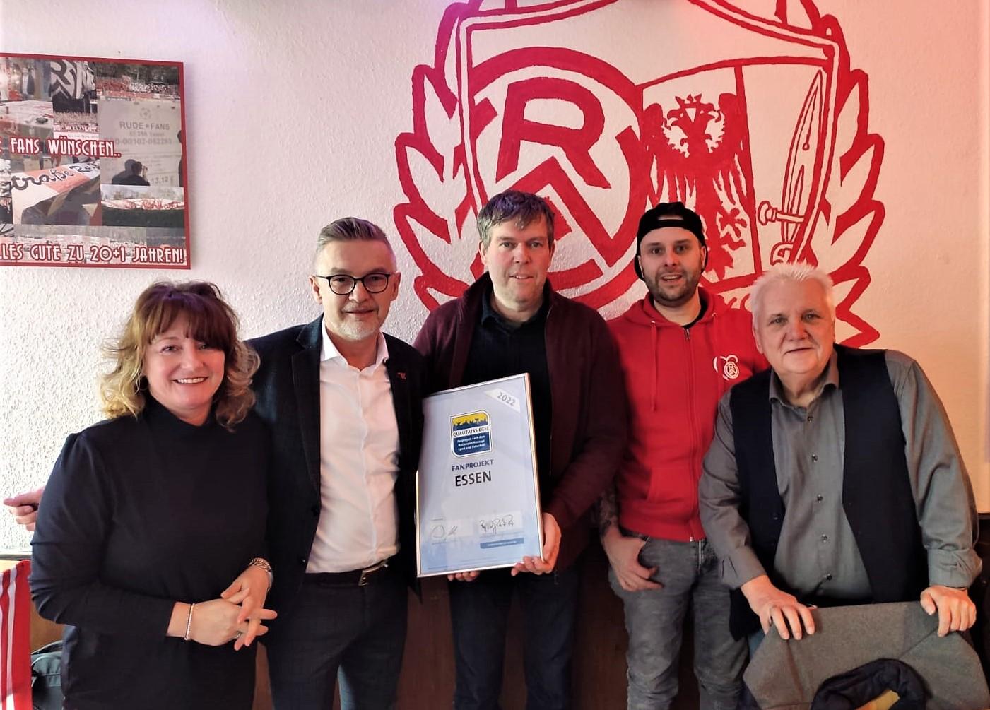 Letzte Woche Dienstag wurde dem Fanprojekt die Auszeichnung übergeben.