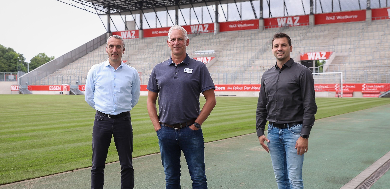 RWE-Vorstandsvorsitzender Marcus Uhlig (links) gemeinsam mit Sportdirektor Jörn Nowak (rechts) und dem neuen Cheftrainer Christian Neidhart. (Foto: Endberg)