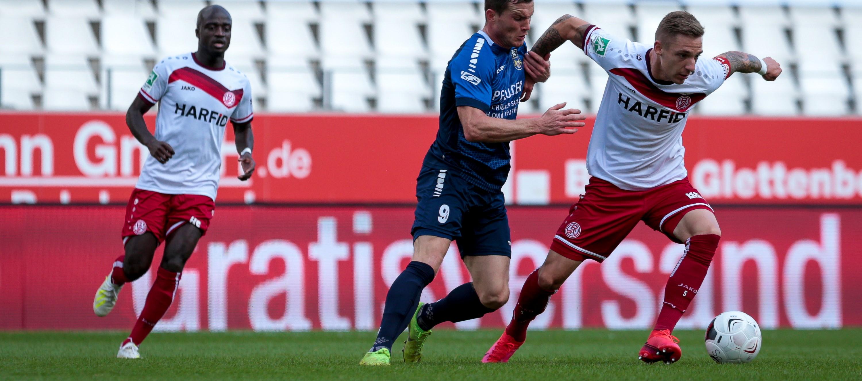 In einem umkämpften Spiel erzielt Wiedenbrück in der letzten Minute den Ausgleich. (Foto: Markus Endberg)