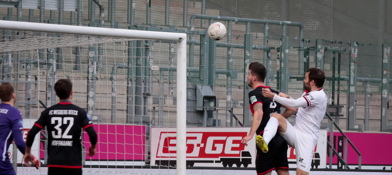 Nicht nur im Hinspiel erfolgreich: Simon Engelmann (r.). (Foto: Endberg)
