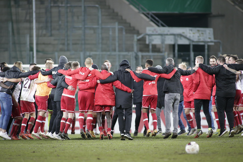 Highlight zum Jahresabschluss: RWE kegelt mit Fortuna Düsseldorf den nächsten Bundesligisten aus dem DFB-Pokal und zieht verdient ins Achtelfinale des Wettbewerbs ein. (Foto: Endberg)