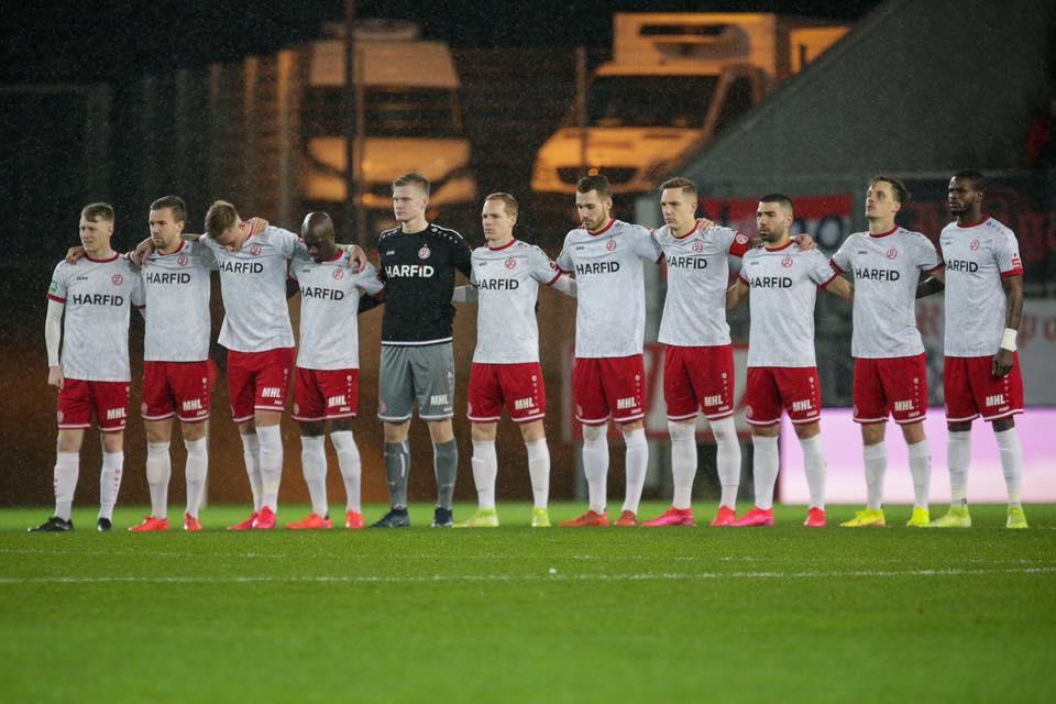 Die Mannschaft stimmte zum Wohle des Vereins einstimmig für die Umstellung auf Kurzarbeit. (Foto: Endberg)