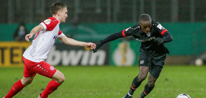 """Für Neuwirt """"das Größte auf dem Platz zu stehen"""": Bayer-Youngster Moussa Diaby bekam das zu spüren. (Foto: Endberg)"""