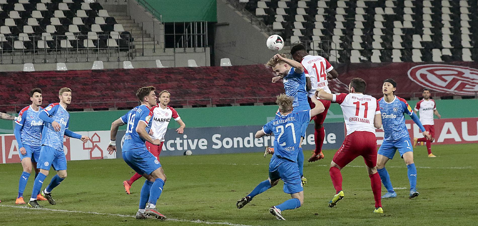 Der Ball wollte nicht rein: Hier Daniel Heber mit einer Möglichkeit nach einem Standard. (Foto: Endberg)