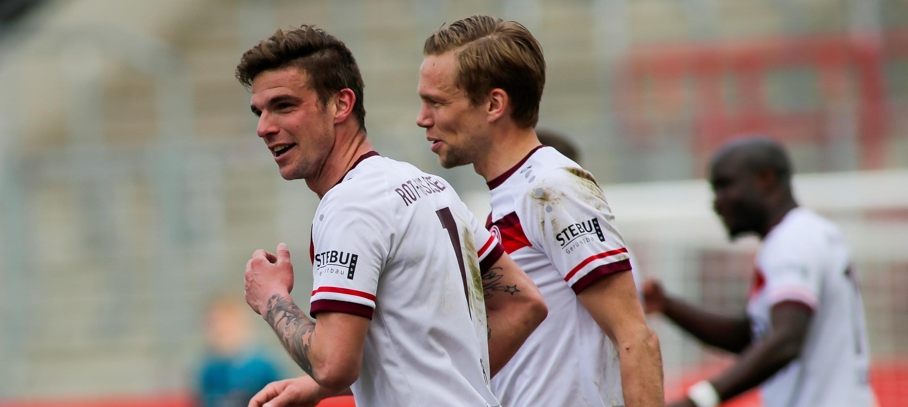 """Jubel nach dem Treffer: Mit seinem Freistoß-Traumtor ist Kevin Grund (l.) zum """"Tor des Monats"""" nominiert. (Foto: Endberg)"""