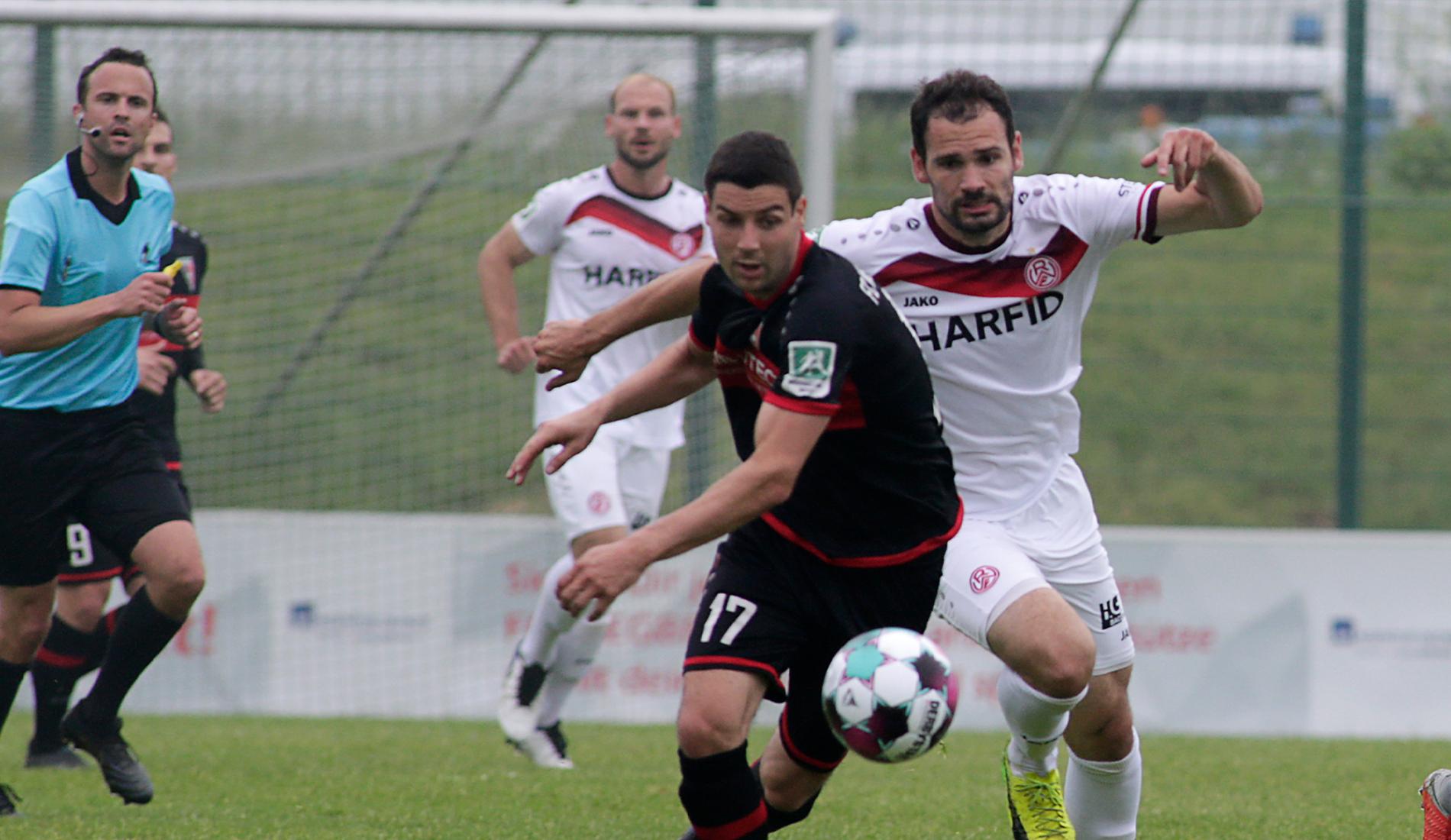 Großer Kampf im letzten Meisterschaftsspiel der Saison. (Foto: Endberg)