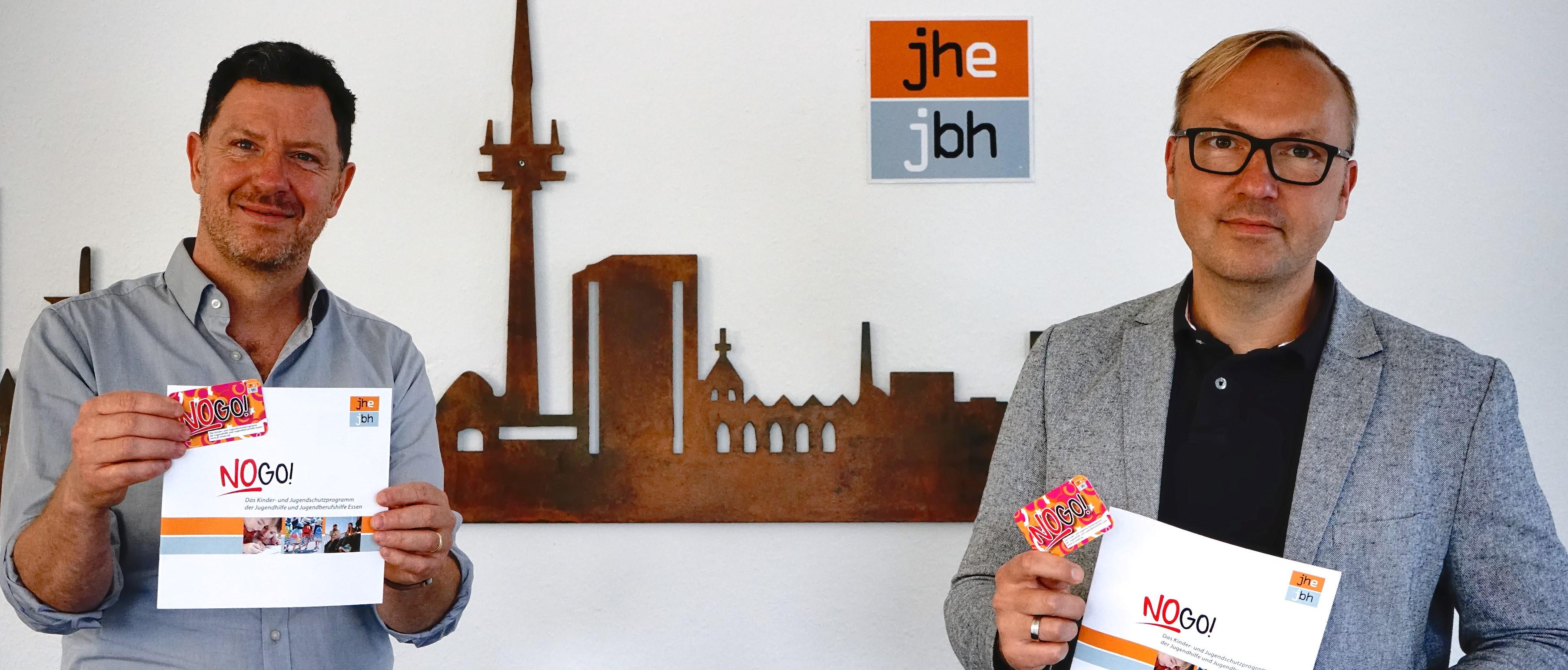 """Für Essener Kinder und Jugendliche: Tani Capitain (li.), Leiter der Essener Chancen, und Thomas Wittke, Geschäftsführer von Jugendhilfe und Jugendberufshilfe Essen, stehen für die Idee des """"NoGo""""-Programms ein. (Foto: Müller/EC)"""