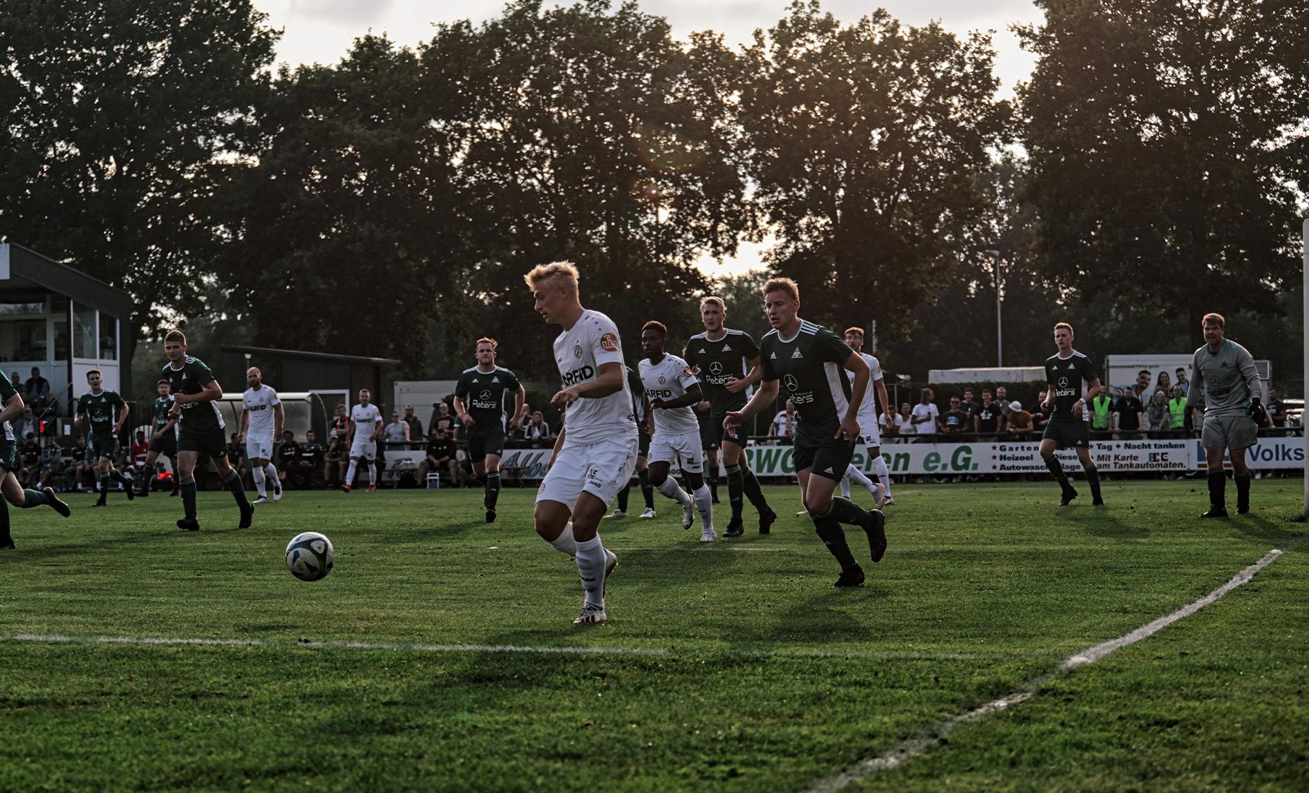Am kommenden Freitag trifft RWE in einem Benefizspiel auf den FC Iserlohn. (Foto: Strootmann / ISDT)