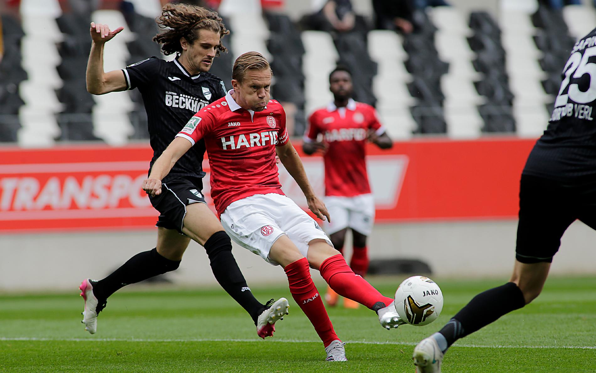 Ein umkämpftes Spiel findet keinen Sieger: RWE und der SC Verl trennen sich mit 4:4. (Foto: Endberg)