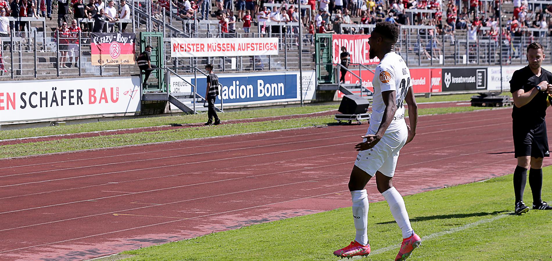 3:0! Und endlich wieder vor den Augen der Rot-Weissen: Isaiah Young bejubelt seinen Treffer. (Foto: Endberg)