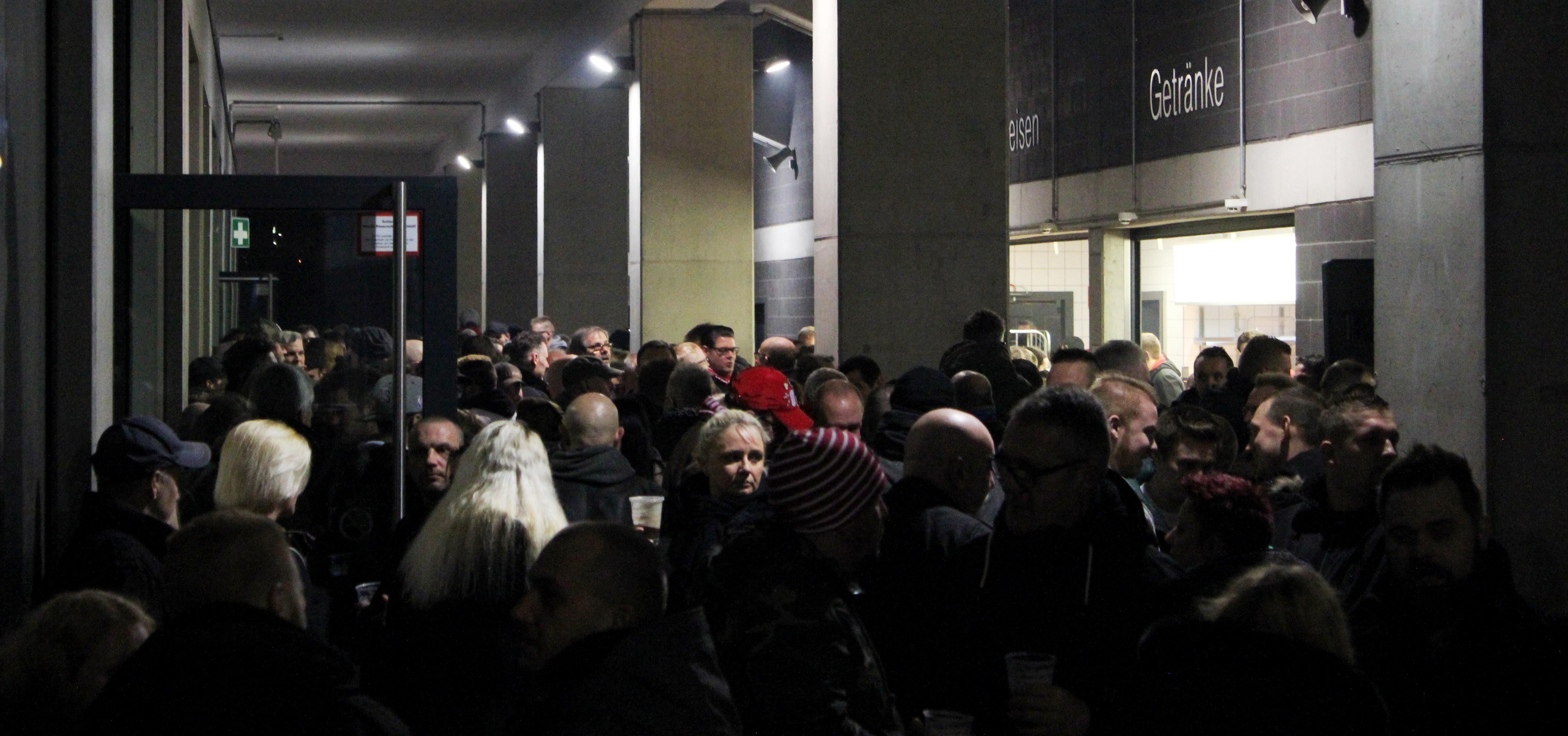 Rund 800 Rot-Weisse begrüßten das neue Jahr am Freitag im Stadion Essen.